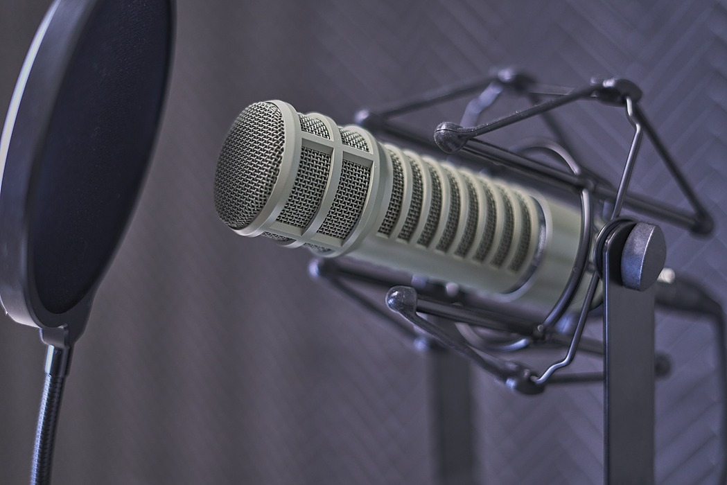 /how-to-start-a-podcast-or-a-beginners-guide-to-developing-recording-and-releasing-your-podcast-rc2432uu feature image