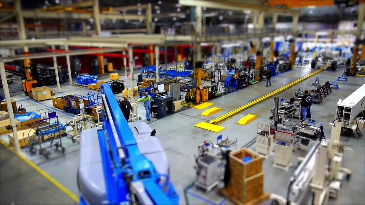 /ai-for-manufacturing-industry-lbh3nku feature image