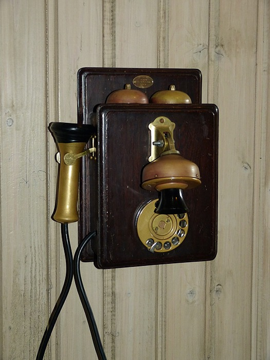 /7-ways-telephone-systems-support-remote-and-home-workers-xh3s24v0 feature image