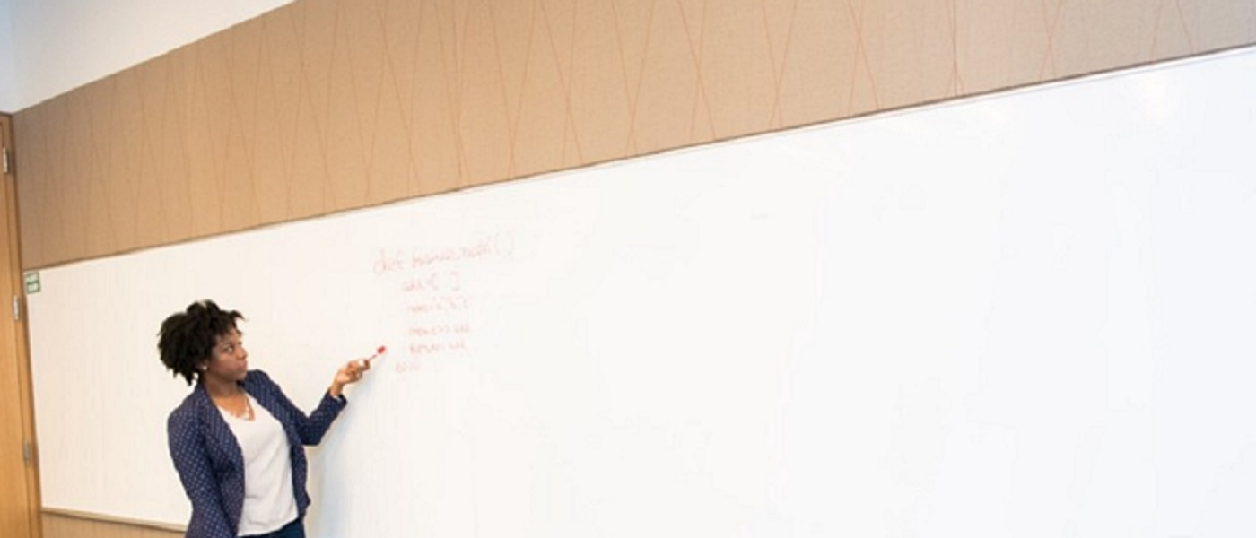 /its-time-to-retire-the-whiteboard-interview-qyr32sd feature image