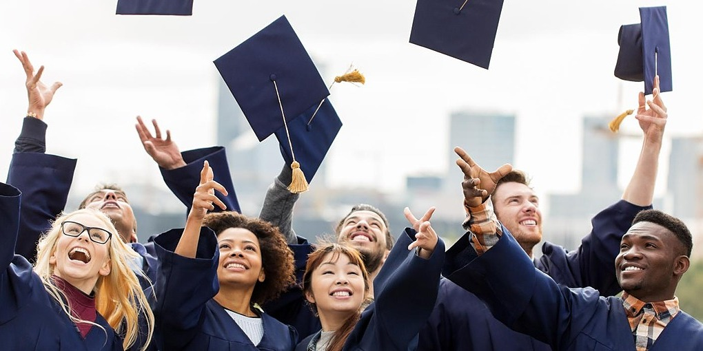 /dear-young-entrepreneurs-skip-college-do-this-fb1c8u4xgj feature image
