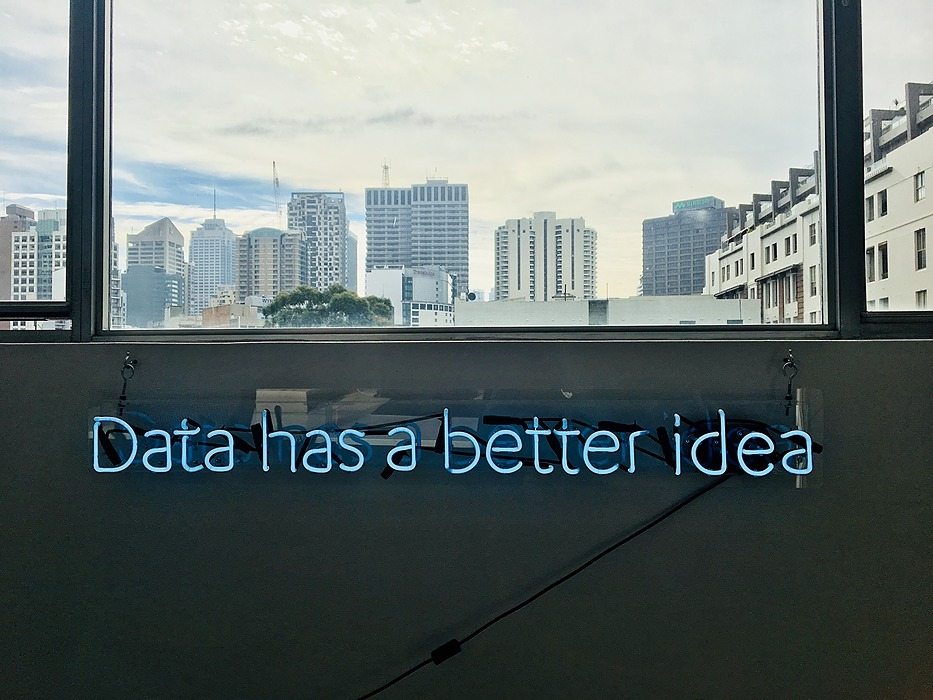 /how-big-data-reshapes-the-future-of-digital-advertising-3-examples-m2q3t76 feature image