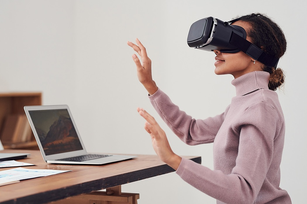 /5-applications-of-vr-in-business-cw1232hm feature image