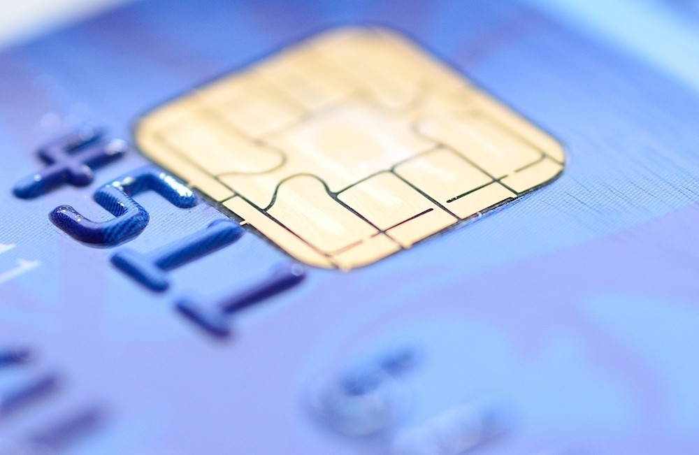 /overloaded-online-vs-offline-in-emv-card-processing-h3683whd feature image