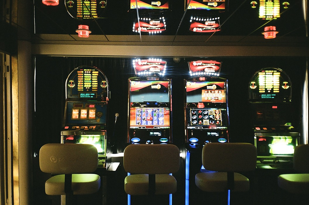 /use-beta-distribution-and-thompson-sampling-to-beat-the-multi-armed-bandit-at-the-casino-ulgp3272 feature image