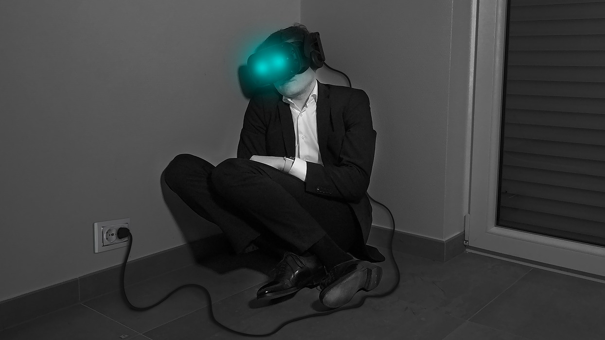 /is-it-possible-to-work-6-months-in-vr-office-with-current-technologies-0a2jm308v feature image