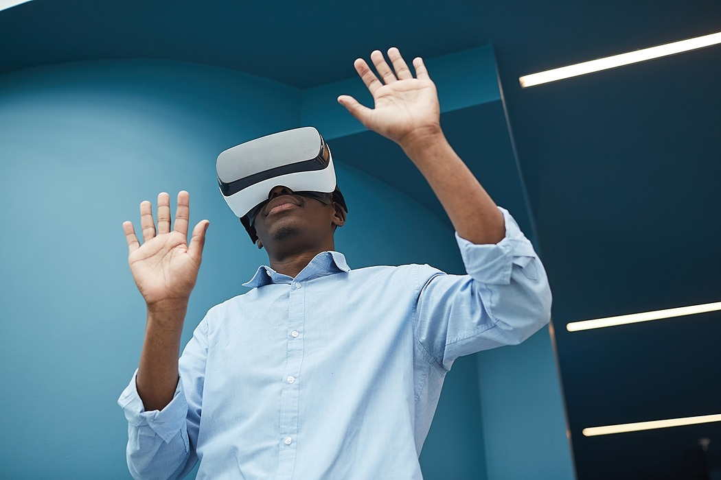 /tips-to-develop-a-lucrative-career-in-virtual-reality-industry-48813w9n feature image