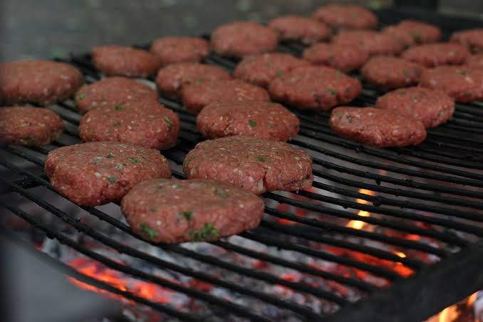 /the-ultimate-hamburger-grilling-guide-hn1m2dio feature image