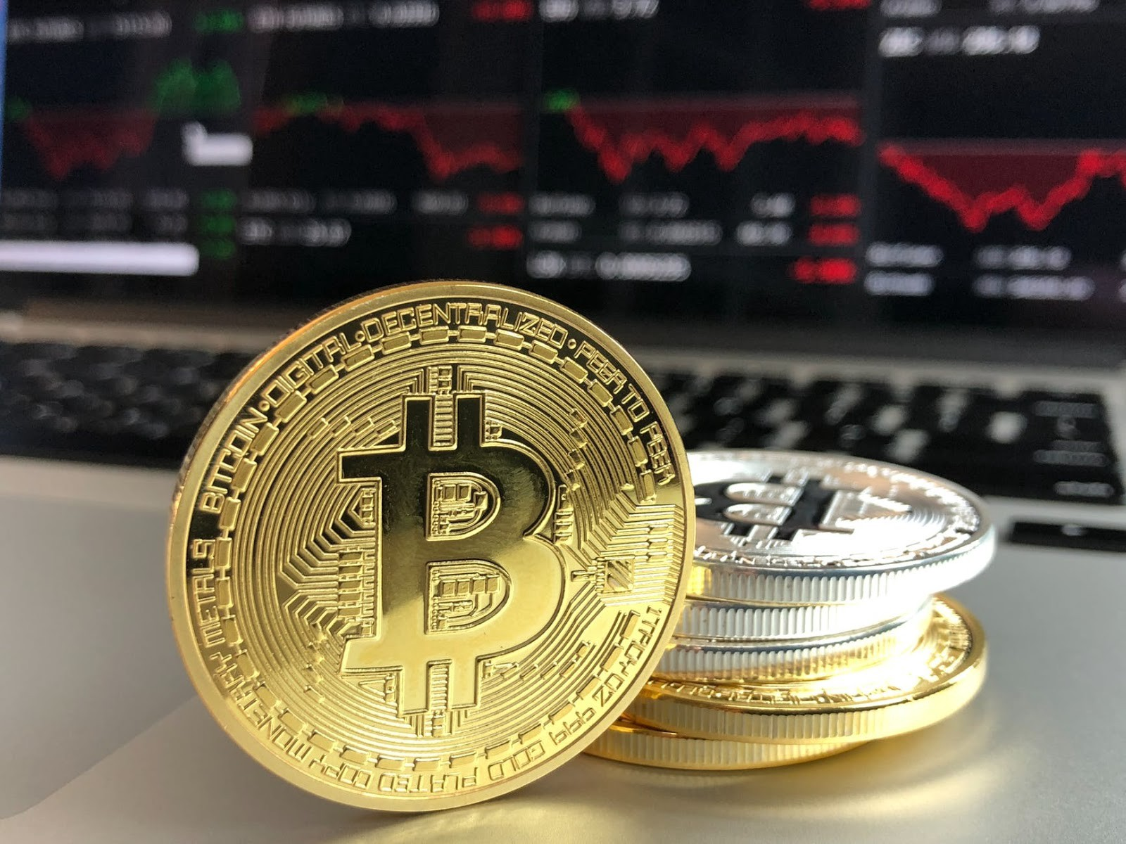 /how-social-media-helped-cryptocurrencies-rise-in-popularity-cf6ef2ef685a feature image