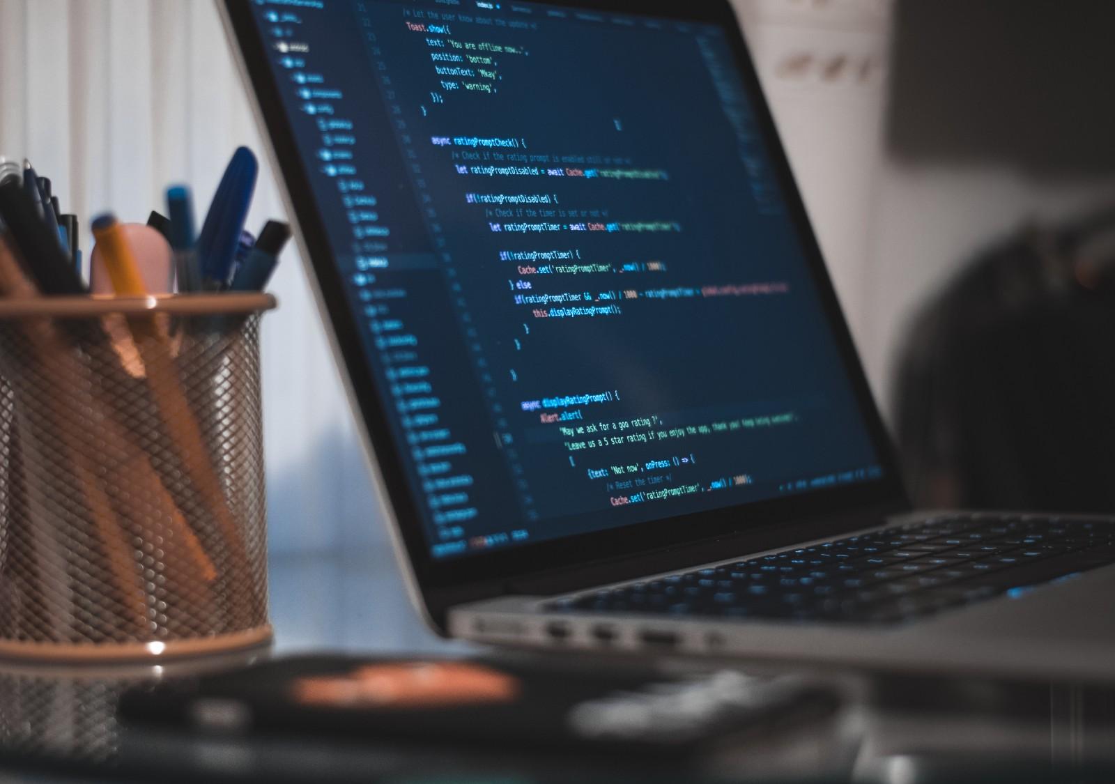 /writing-an-amazing-code-review-checklist-de65479e8524 feature image