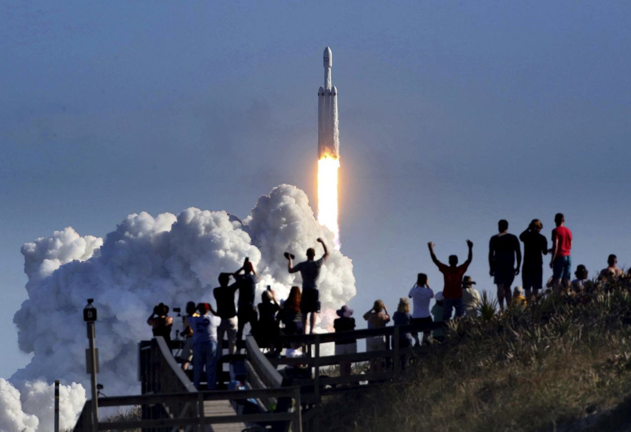 /the-new-space-race-designing-incentives-to-move-us-forward-8e41e11fb8a3 feature image