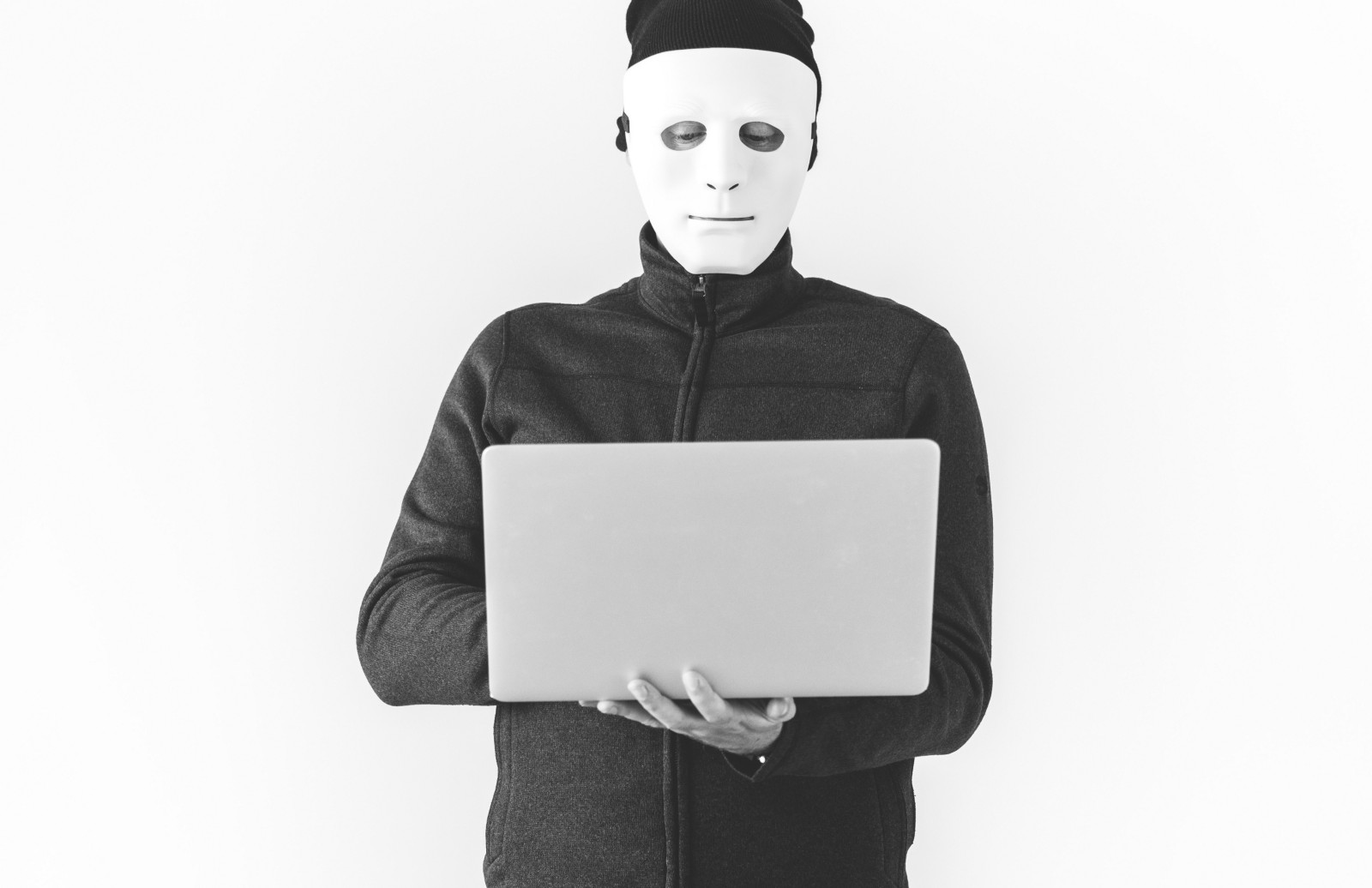 /a-guide-for-protecting-yourself-from-identity-theft-84d332385193 feature image