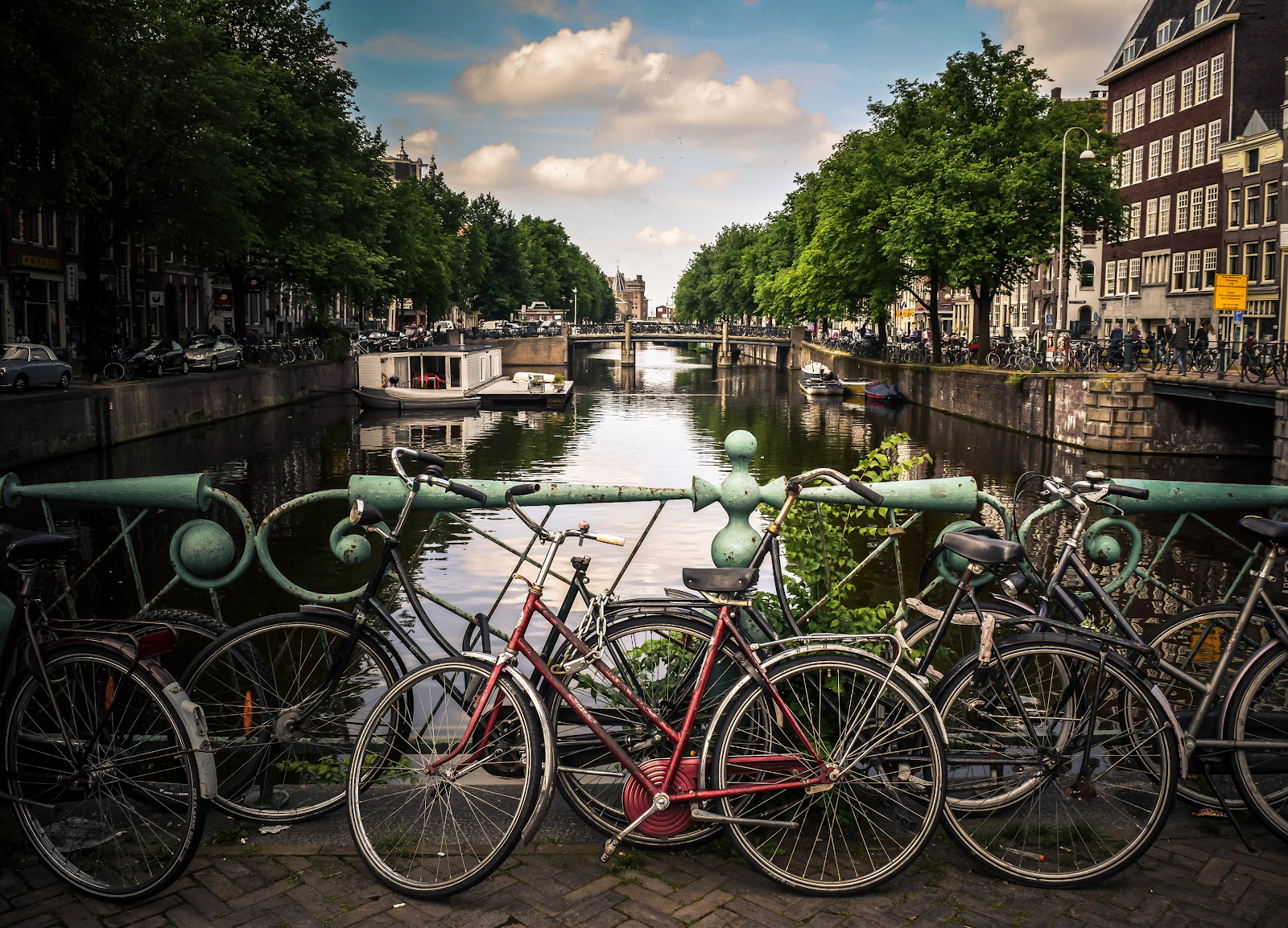 /comparing-the-amsterdam-and-boulder-startup-scenes-81ccb182ef24 feature image