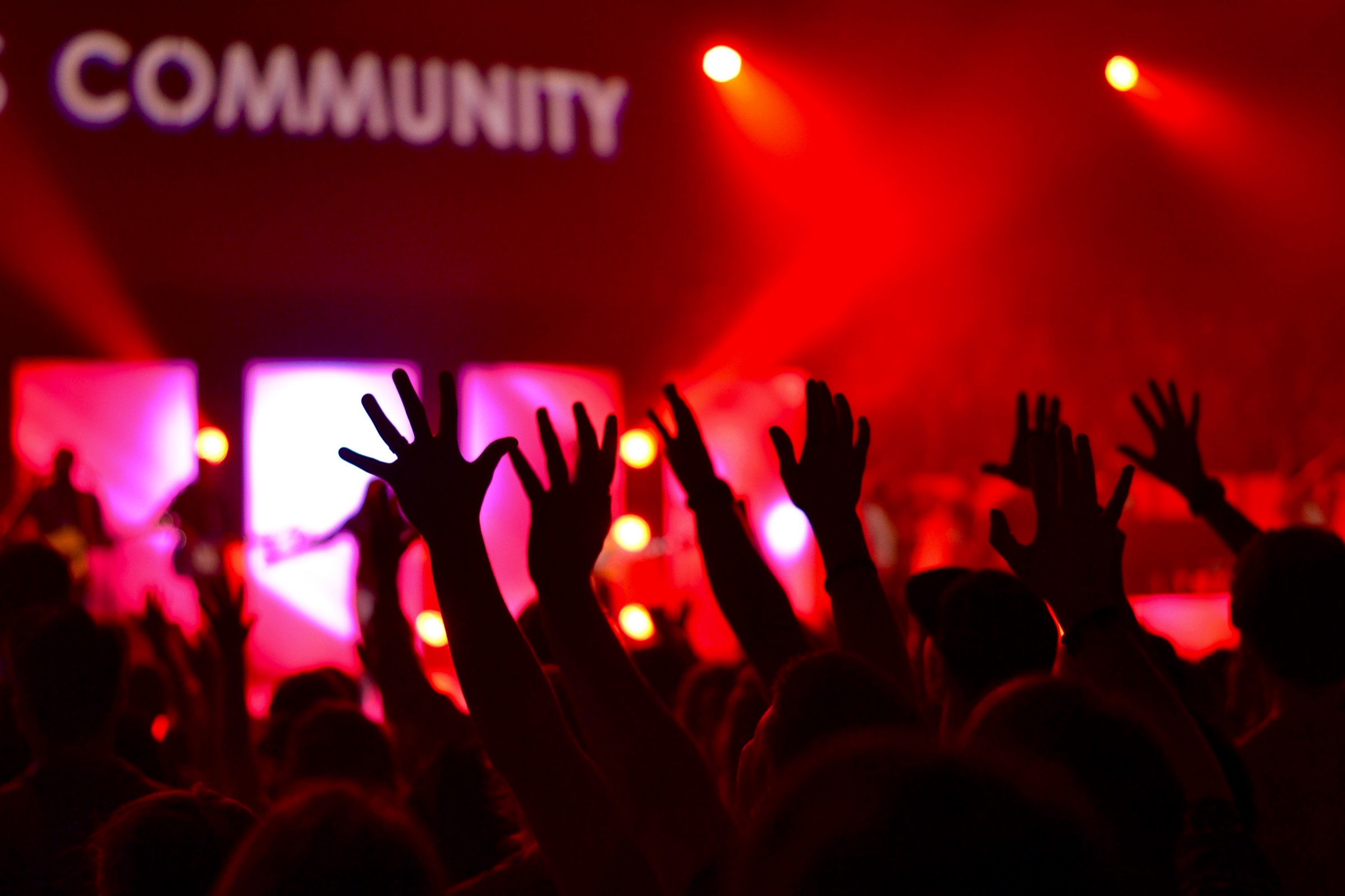 /how-to-move-crowds-or-all-about-community-management-27e56cceb7dc feature image