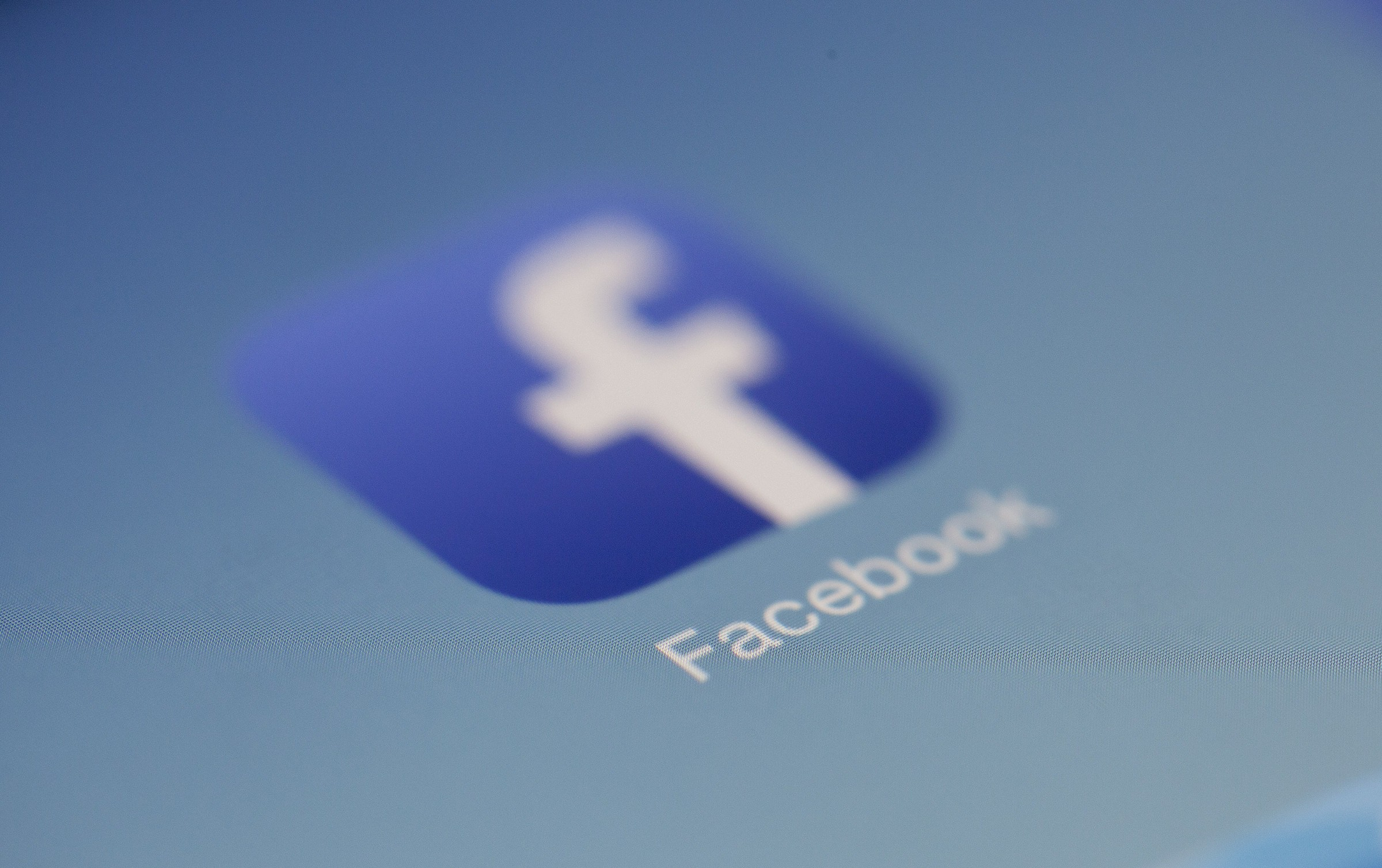Who Takes Responsability for Facebook's Ethical Decisions? - By