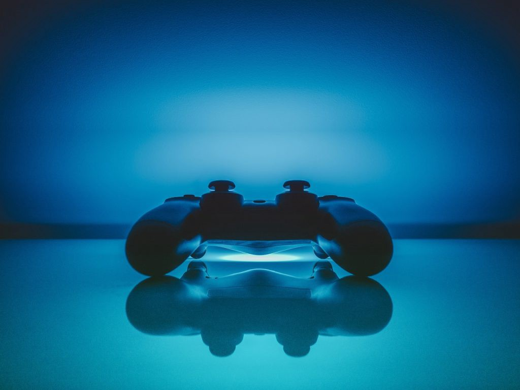 /how-blockchain-is-changing-gaming-industry-e56fb772b340 feature image