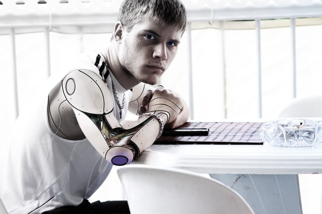 /artificial-intelligence-in-healthcare-major-opportunities-and-challenges-e9e3c87defce feature image