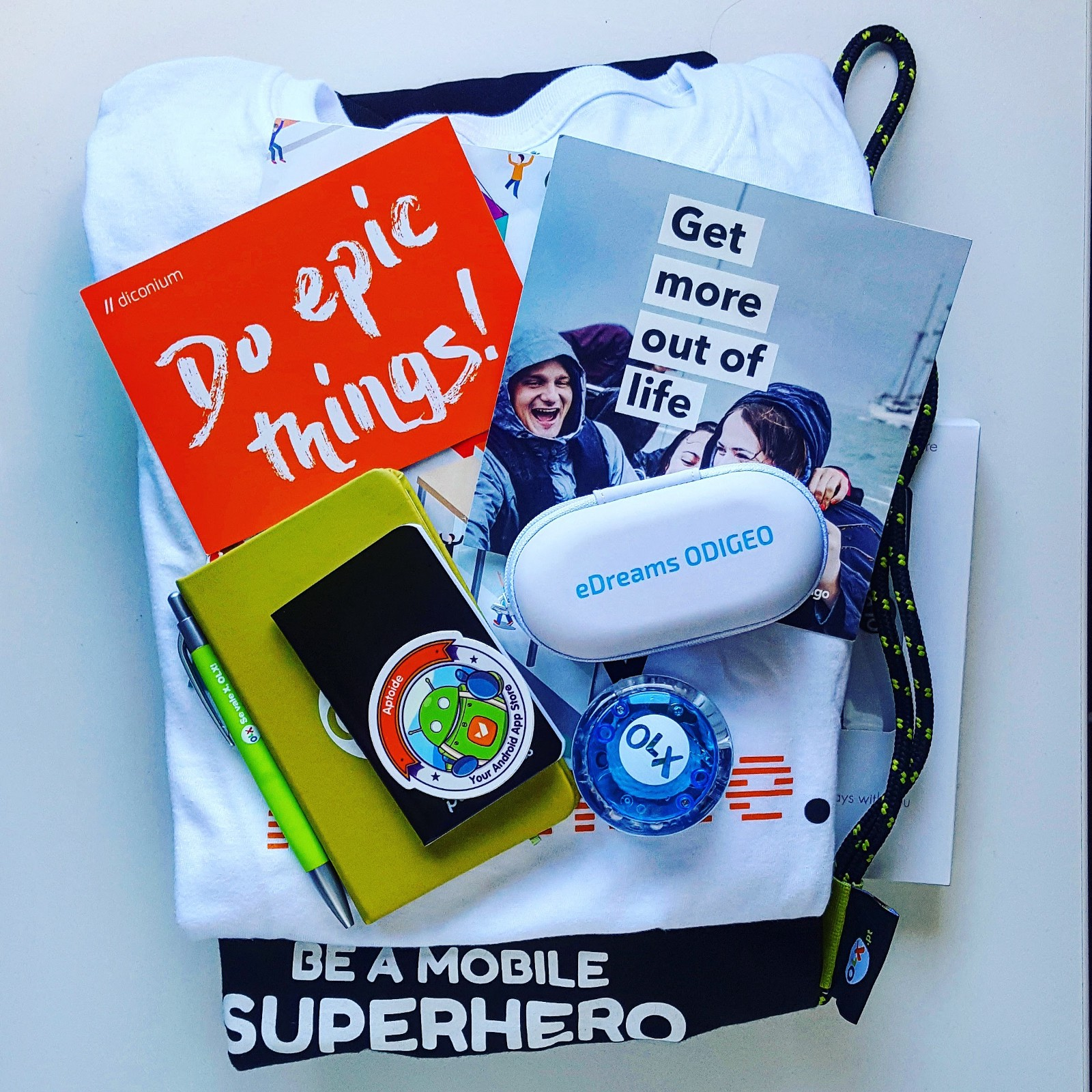 /heads-without-hoodies-and-a-bag-full-of-goodies-my-review-of-attending-a-tech-careers-festival-99650fb707f8 feature image