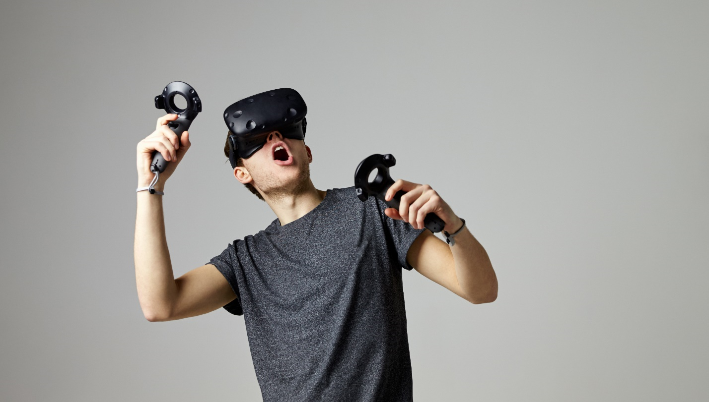 /why-blockchain-and-vr-might-be-a-match-made-in-digital-heaven-3b0c849978cf feature image