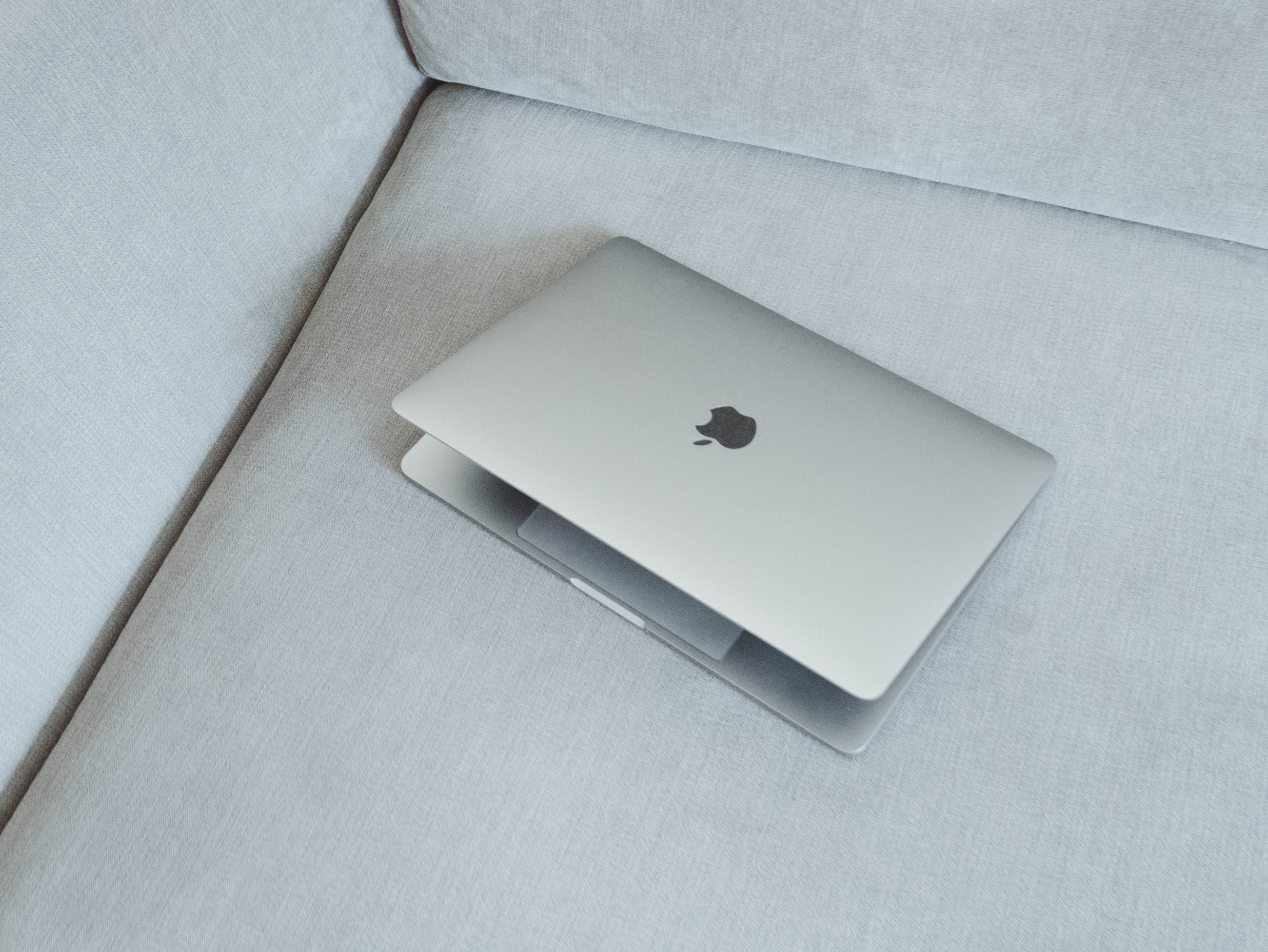 /i-bought-a-used-laptop-while-everyone-hypes-the-pixelbook-bd55467a8c2f feature image