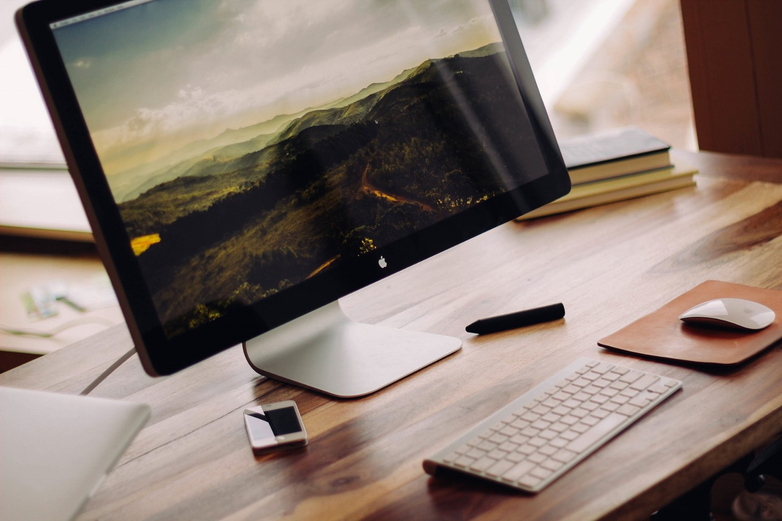 /is-apple-planning-to-release-a-lower-cost-mac-2bd08e12ac1f feature image