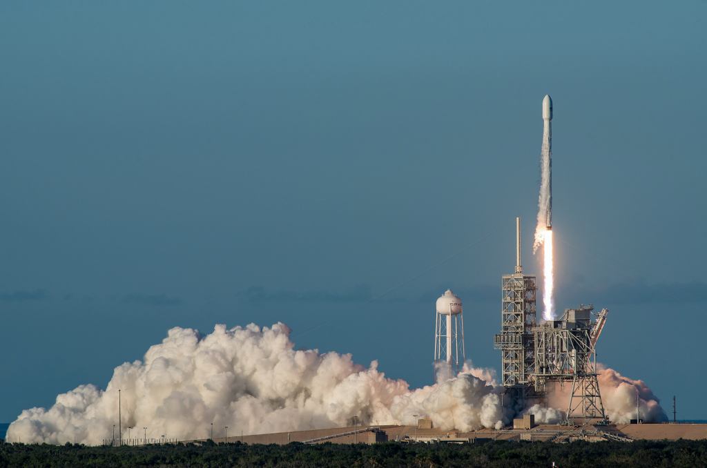 /will-spacex-become-the-worlds-biggest-telecoms-provider-probably-f1cdb22d00cc feature image
