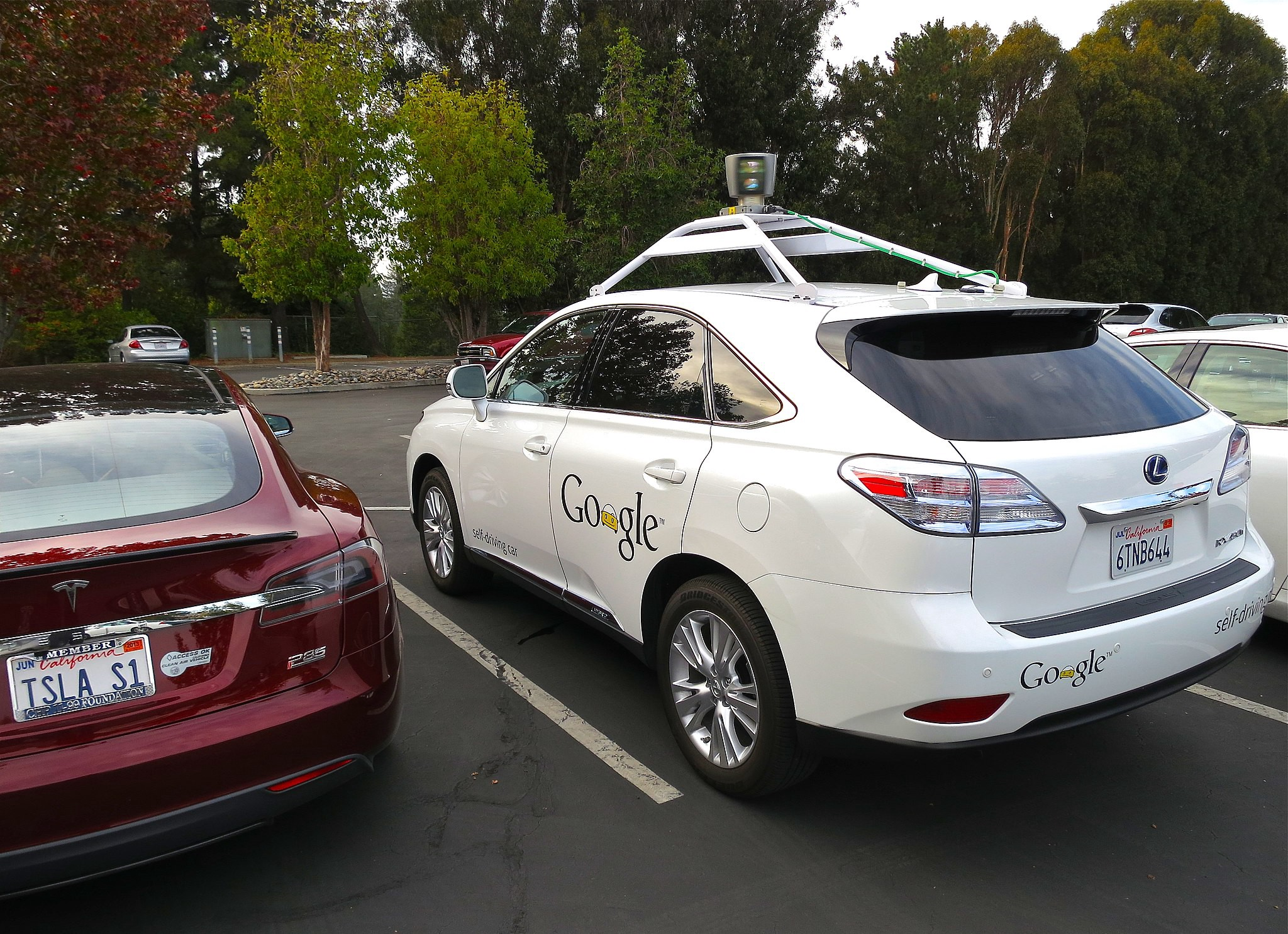 /why-bigtech-apple-google-is-scaling-back-on-self-driving-cars-8448ec91e12a feature image