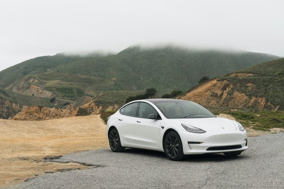 /the-pros-and-cons-of-electric-cars-2l2r3771 feature image
