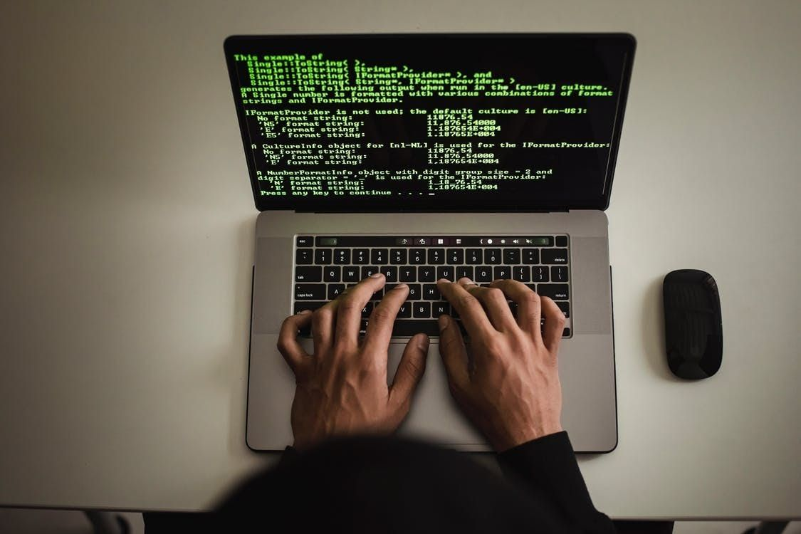 /benefits-and-risks-of-offshore-software-development-every-ceo-should-know-r72731sv feature image