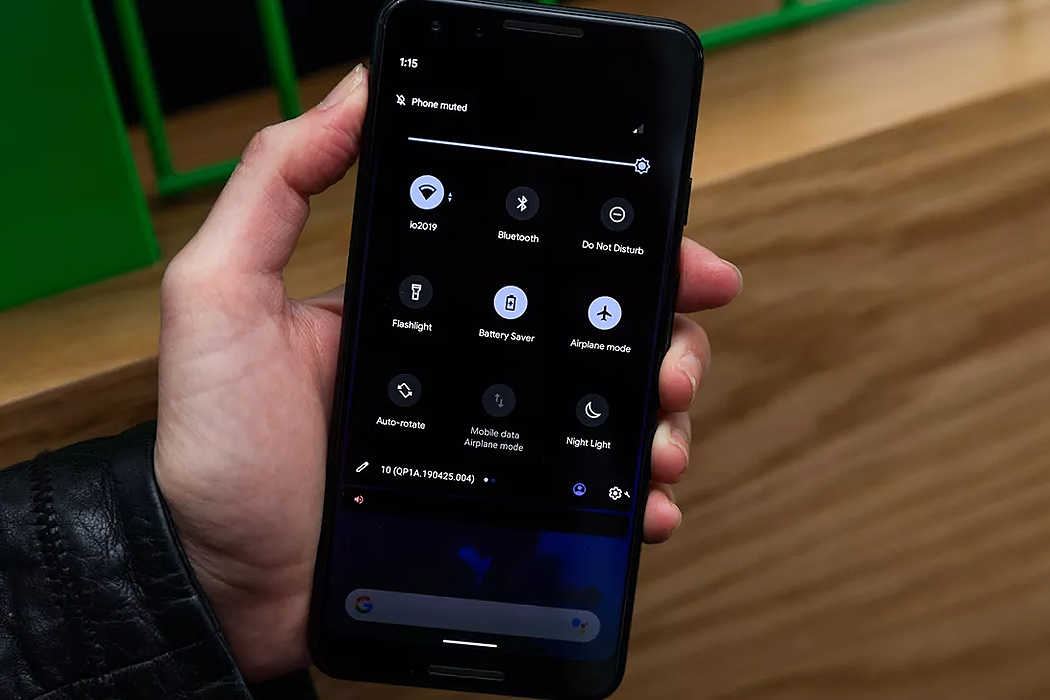 /how-to-enable-dark-mode-on-android-10-uks30yi feature image