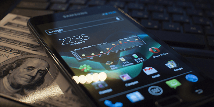 /what-is-the-best-way-to-design-a-budget-friendly-mobile-app-dk5qq31cl feature image