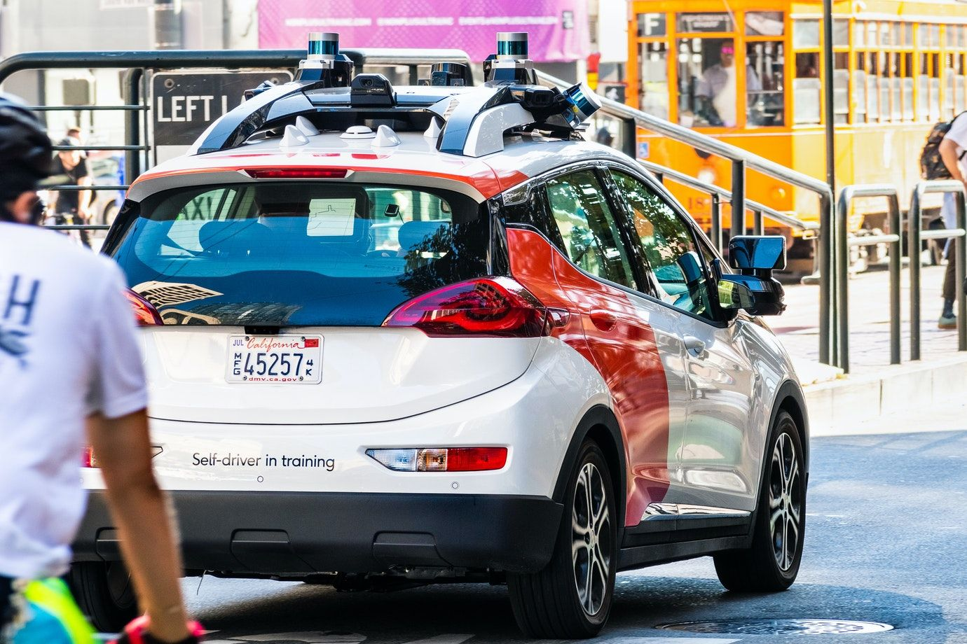 /can-you-react-faster-than-a-self-driving-car-on-5g-networks-2k5n328h feature image