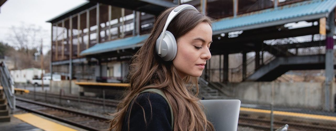 /are-the-bose-noise-cancelling-headphones-700-worth-the-hype-2fh342f feature image