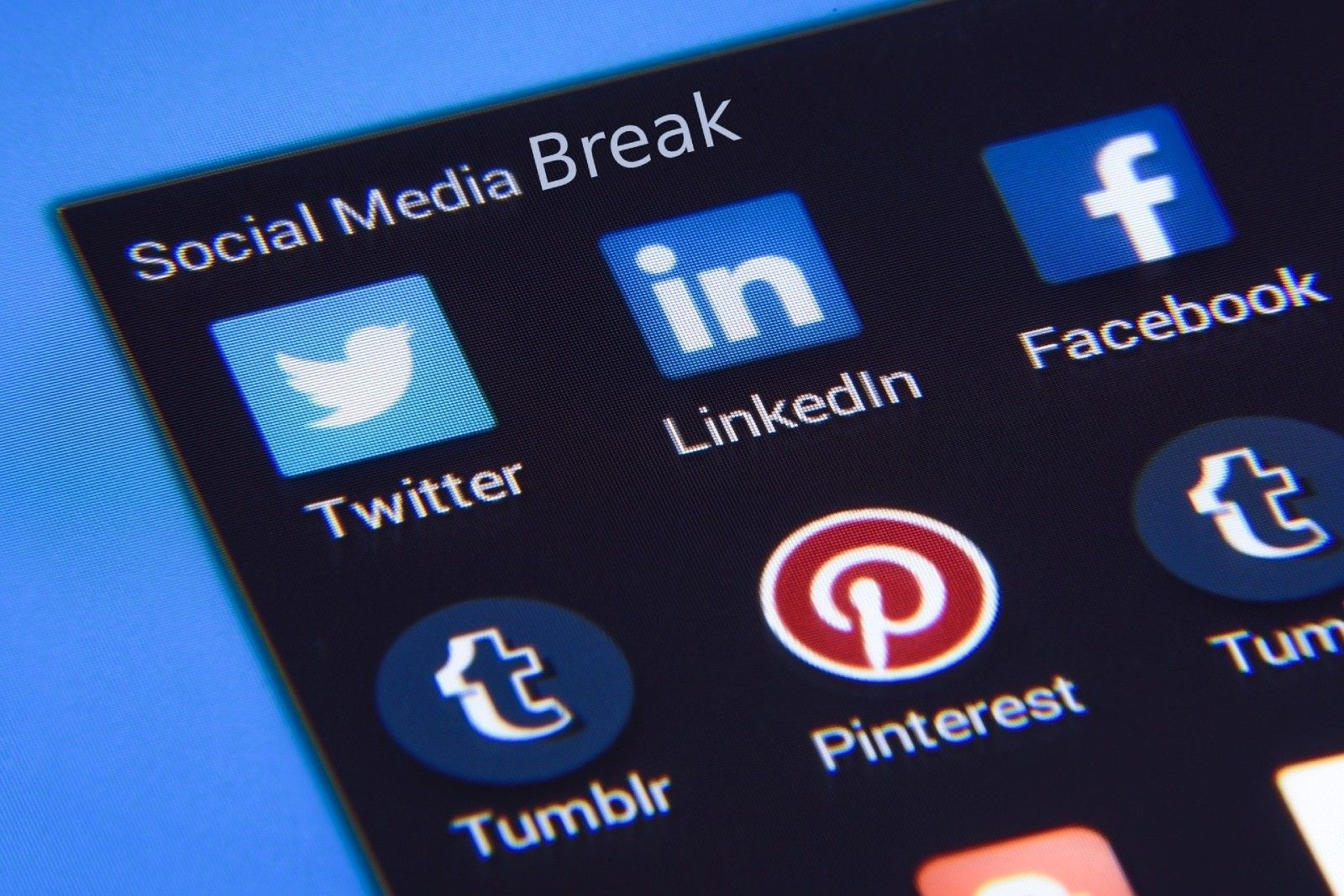 /how-to-take-a-social-media-break-4-essential-tips-and-tricks-c5483zxi feature image