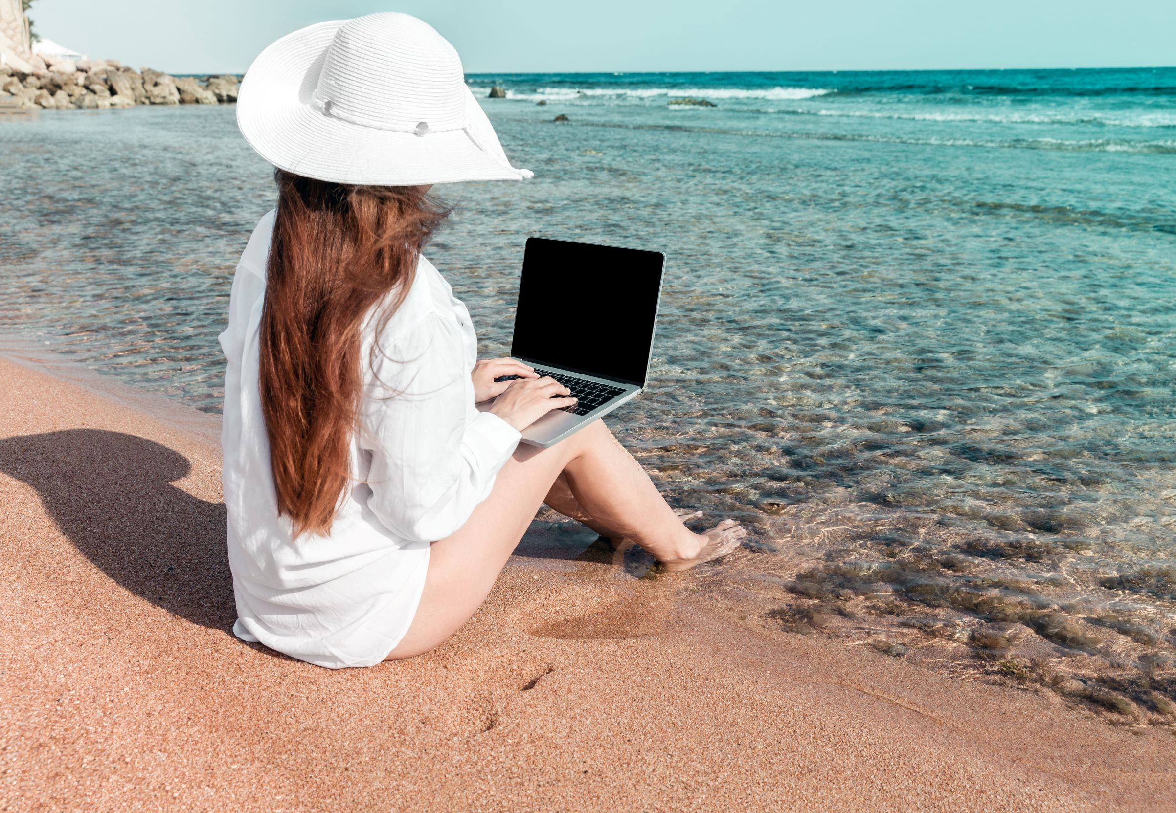 /digital-nomads-could-ease-economic-turmoil-in-the-tourism-industry-5w5w31er feature image