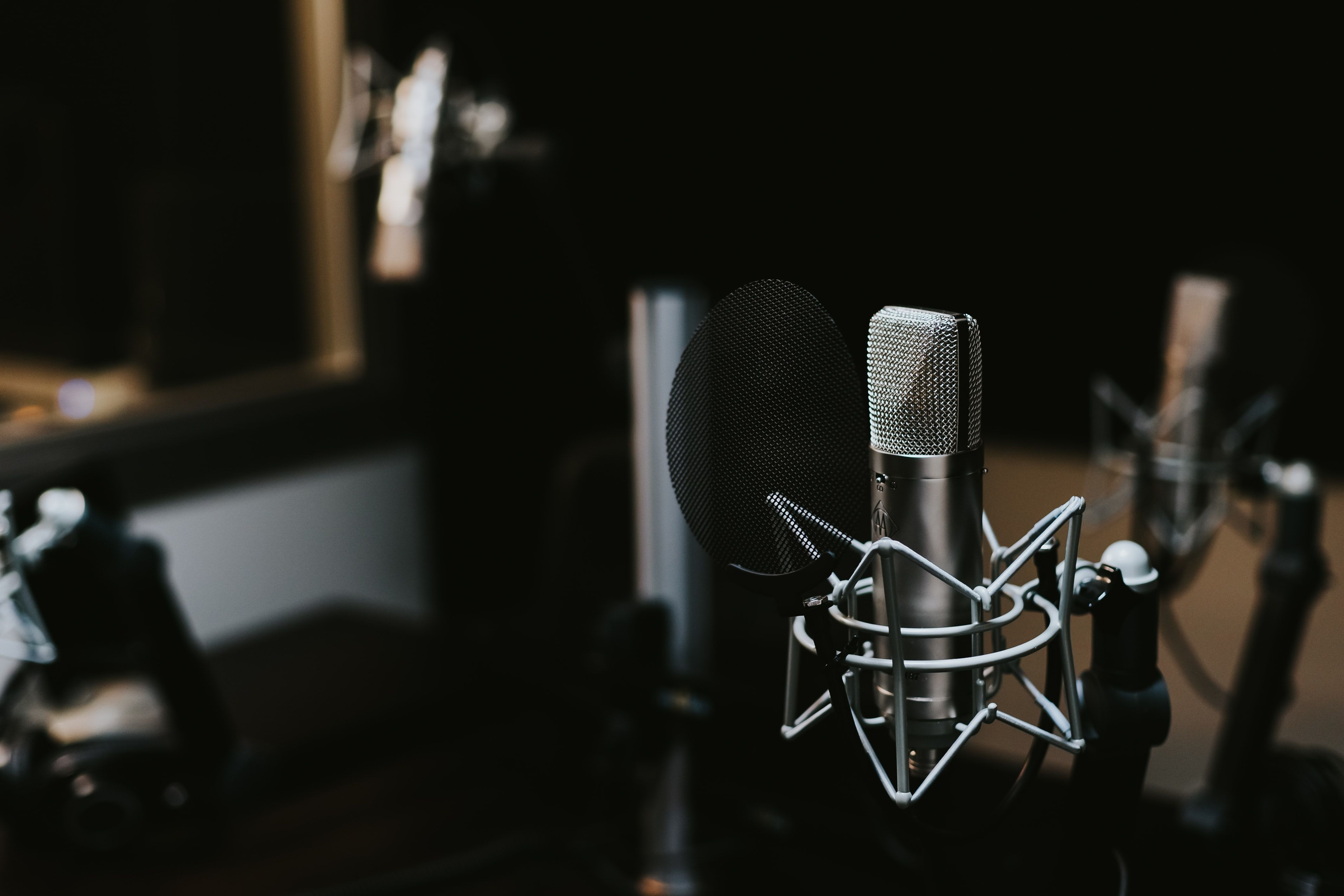 /7-reasons-to-launch-your-podcast-with-4-7-episodes-pr2j356f feature image