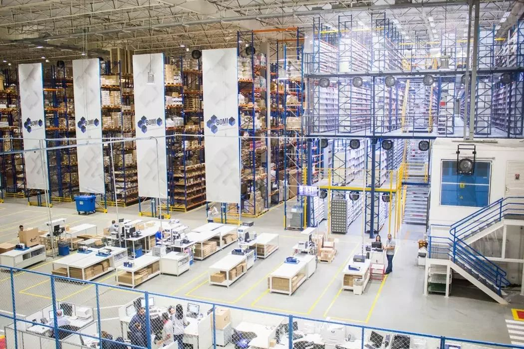 /smart-warehousing-helps-businesses-achieve-operational-excellence-rj7m317c feature image