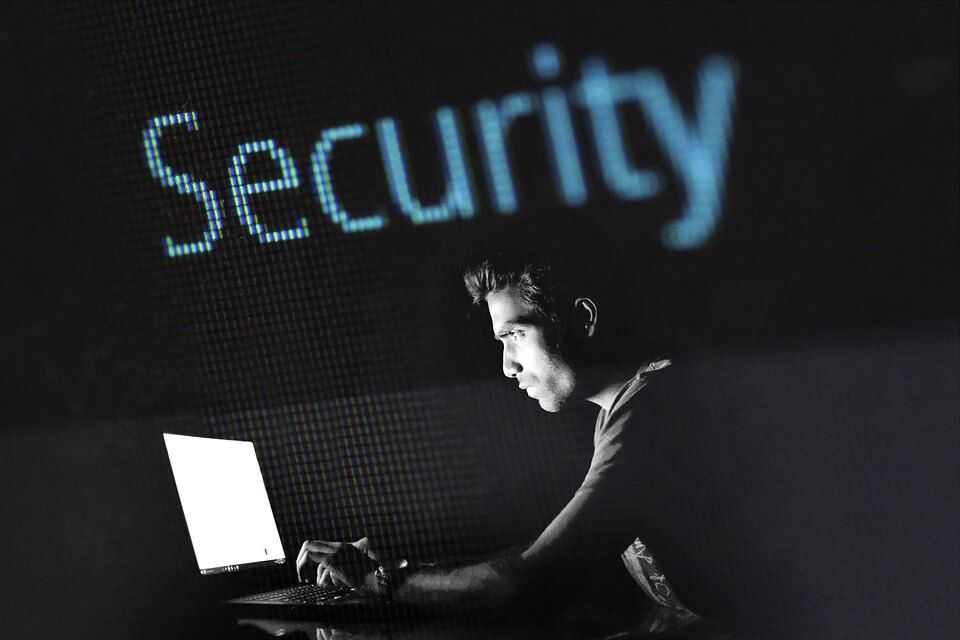 /23-cybersecurity-tips-to-level-up-your-data-privacy-game-704v359u feature image