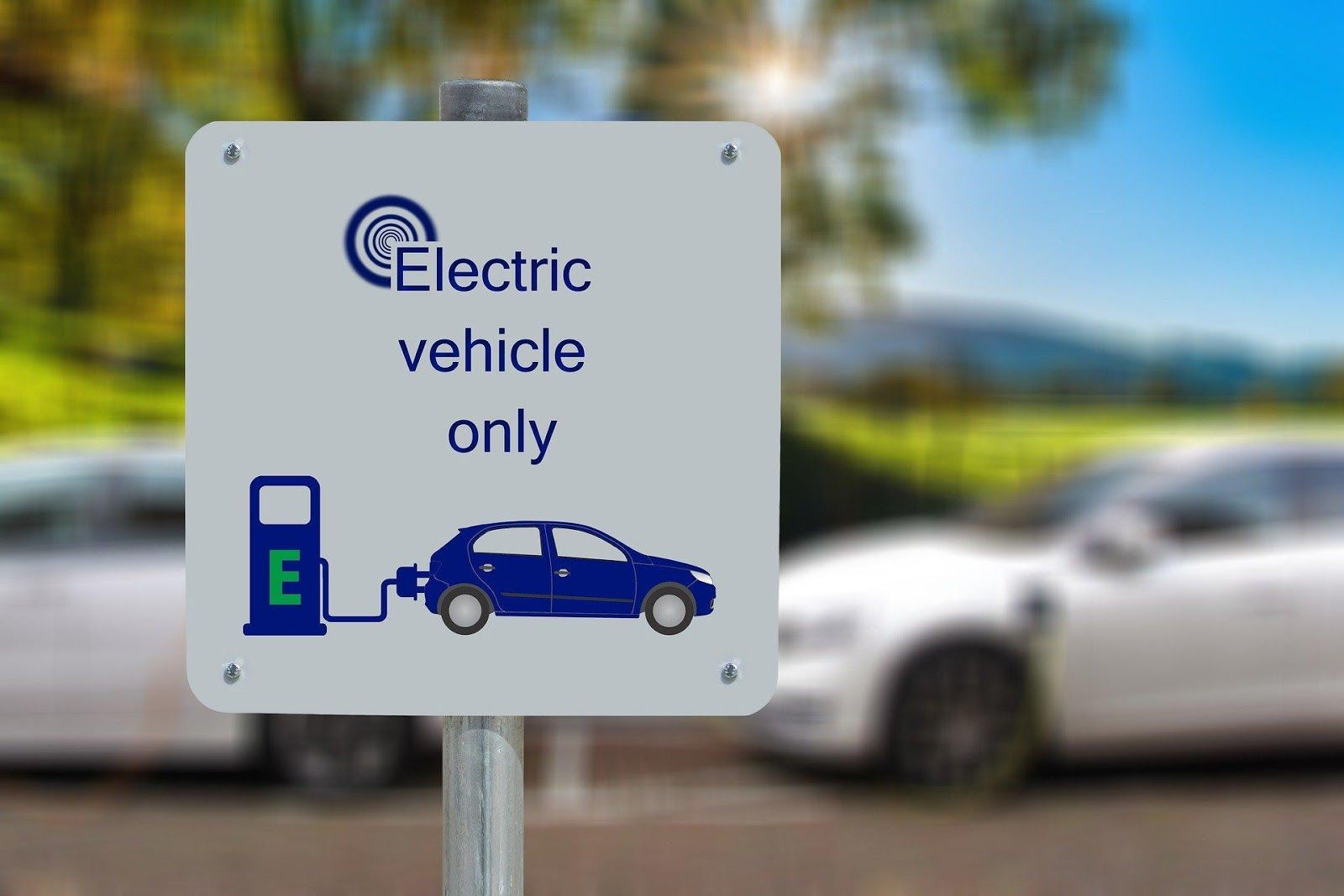 /electric-cars-what-does-the-future-hold-better-batteries-and-wireless-charging-3e1n35gb feature image
