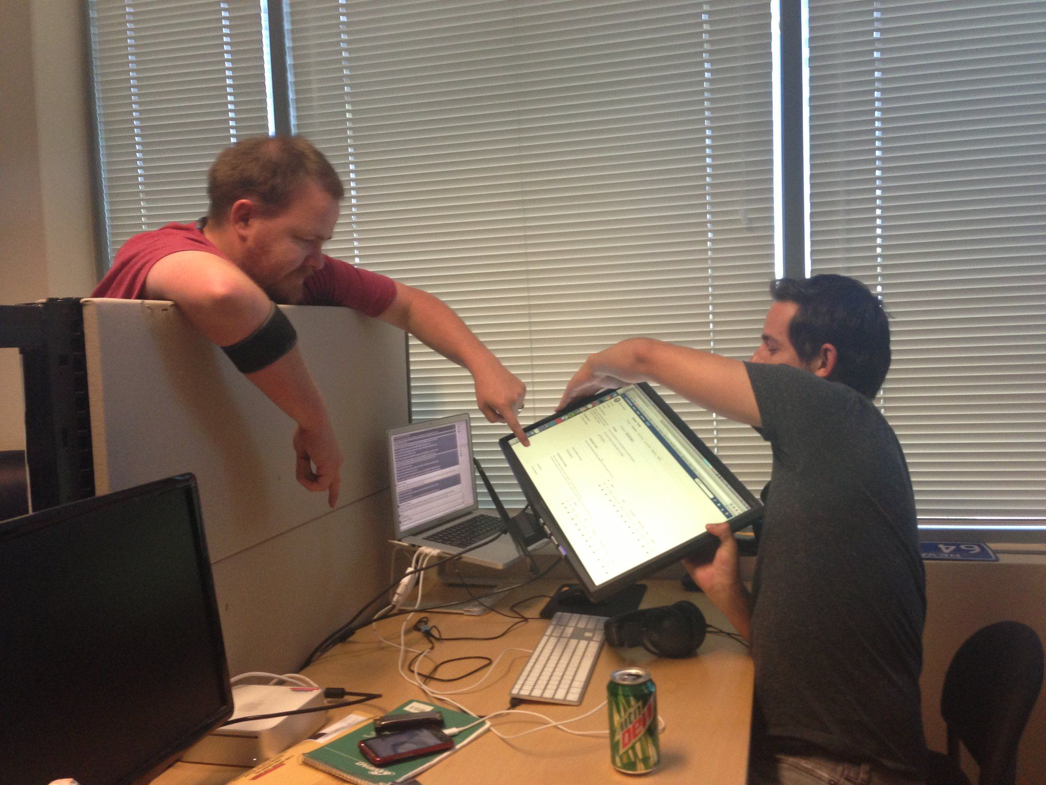 /pair-programming-and-code-reviews-can-work-sometimes-blw37b9 feature image
