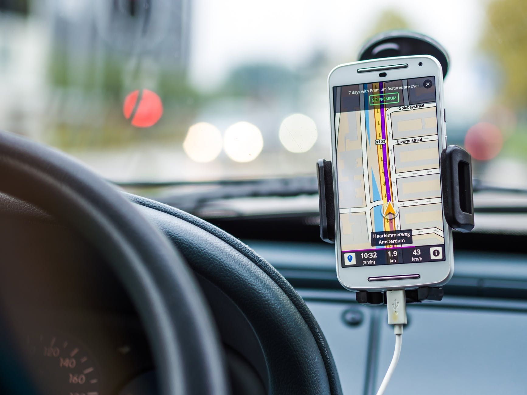 /bluetooth-trackers-vs-gps-trackers-which-are-better feature image