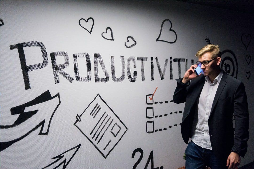 /5-productivity-hacks-for-solo-founders-7n2g31vr feature image