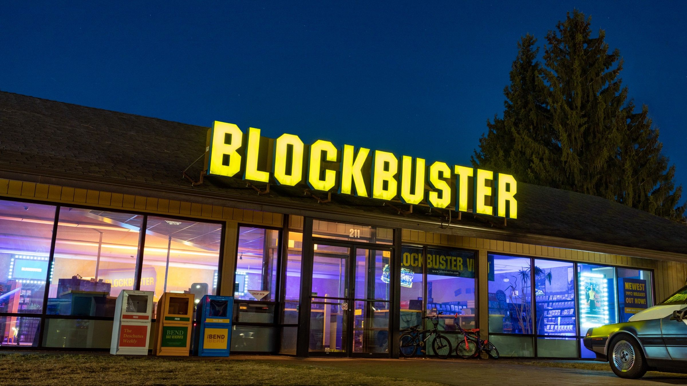 /the-fall-of-a-video-rental-empire-how-blockbuster-grew-too-big-to-change-8y7s33xe feature image