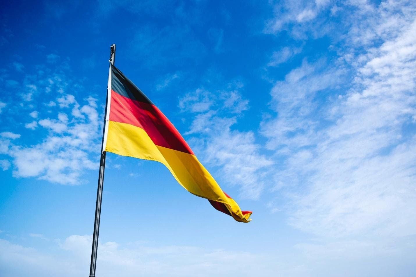 /thinking-of-moving-to-germany-heres-what-to-expect-working-as-a-software-developer-in-germany-645q35m7 feature image