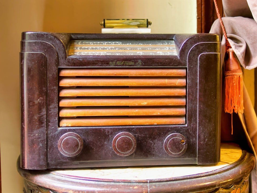 /dab-radio-was-the-future-until-live-streaming-and-podcasts-arrived-uh2731pn feature image