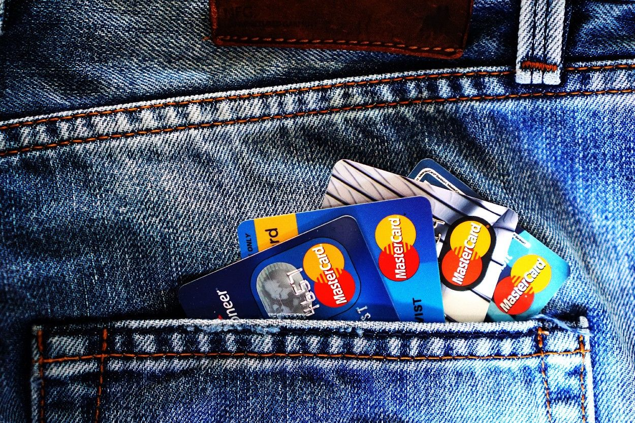 /credit-card-fraud-detection-via-machine-learning-a-case-study-1o3o3327 feature image